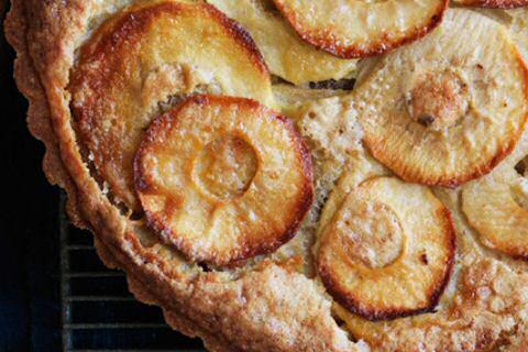 Glutenvrije appeltaart met bovenaan appelschijfjes