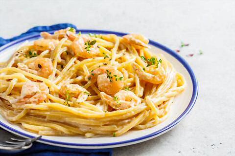 Spaghettisaus met room en garnalen