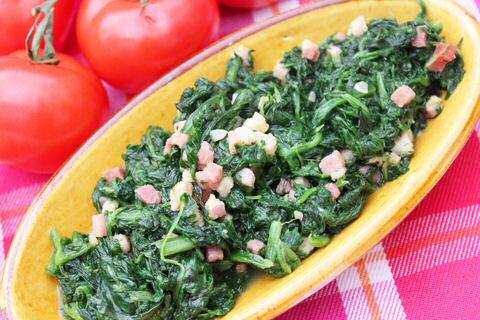 Spinazie klaarmaken met spek