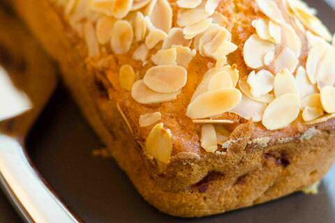 Luchtige, rechthoekige appelcake van Piet Huysentruyt met apart opgeklopt eiwit