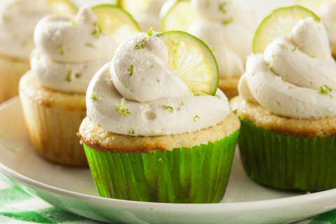 Stap voor stap foto's om cupcakes met suikerpasta gernering te maken