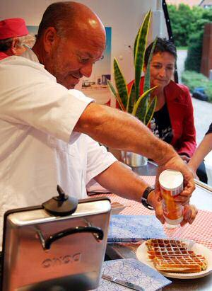 Piet Huysentruyt kookdemonstratie: wafels bakken met een wafelijzer van Dome Elektro