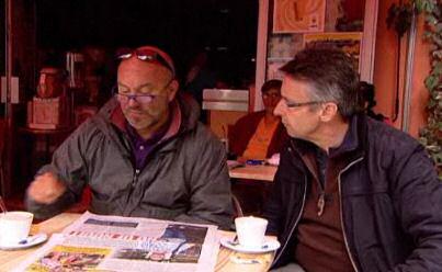 God en klein Pierke: Piet Huysentruyt en journalist Martin Heylen op een terrasje in Frankrijk