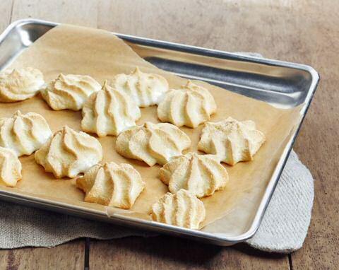 Vers gebakken meringues uit kookprogramma SOS Piet