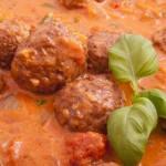 Gehaktballetjes in tomatensaus maken